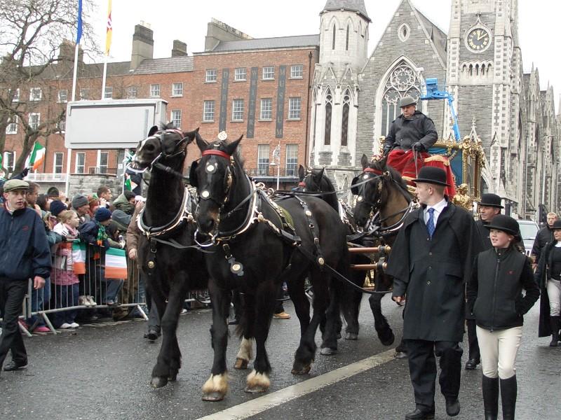 I forbindelse med St.Patrick's day, 17. mars,- er det et kjempe karnevallstog med utrolige fine kostymer. Dette er en stor fest dag for alle Irer.  Fullt på høyde med vår 17. mai.