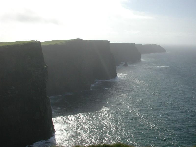 Cliffs of Moher i country  Clare,- ikke langt fra Galway. Bratt eller ikke, nydelig er det iallefall.