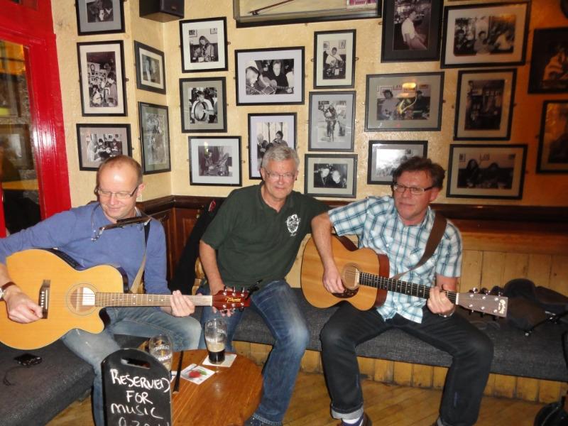 Stampuben Tigh Colí i Galway. Stor stemning og gør artig å spille der.