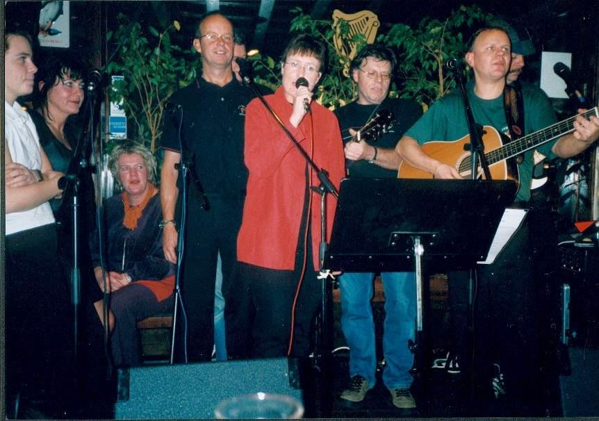 Vi var 9 stk som sang og underholdt på Irishman den gangen. Det var helt utrolig at alle fikk plass..