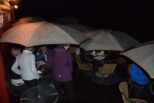 Lørdag 9. august. Put'n In Bar. Så kom regnet.